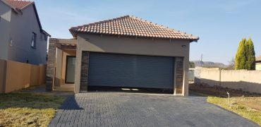 Spacious Three Bedroom House for sale in Gateway Manor Hartbeespoort